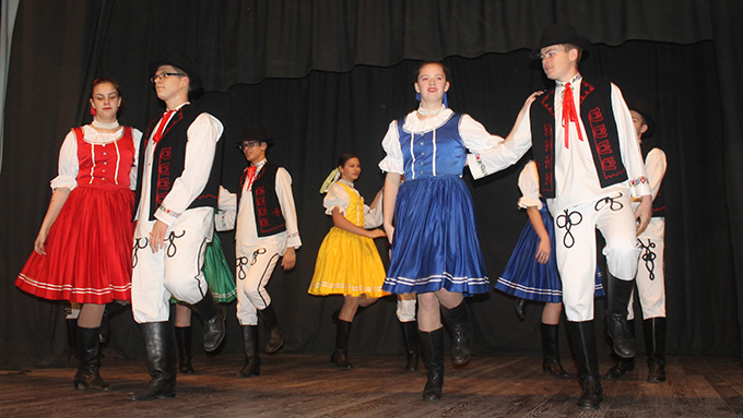12. folklorni program